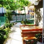 двор, градина и място за отдих